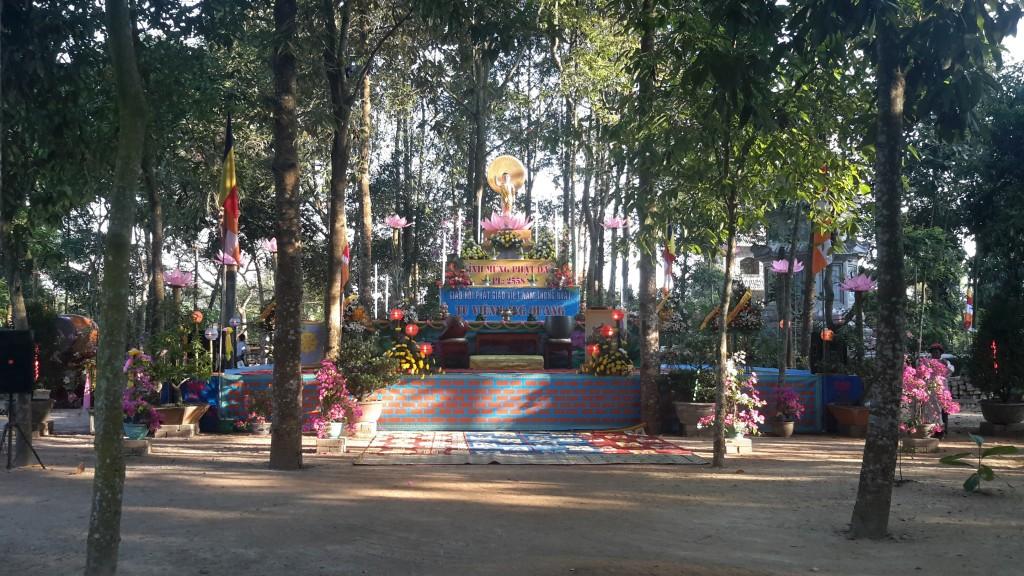 2014.05.16 - Photo 36 Phat Dan LQ Le Dai trong vuon 20140513_063735