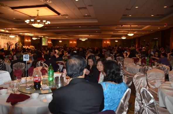 Toàn cảnh hội trường với sự tham dự của gần 1000 người tại cuộc Gây Quỹ ở thành phố Houston hôm 7.12.2014
