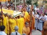 Chư tăng, Phật tử đưa pháp thân Hòa thượng Thích Như Đạt về nơi an nghỉ.