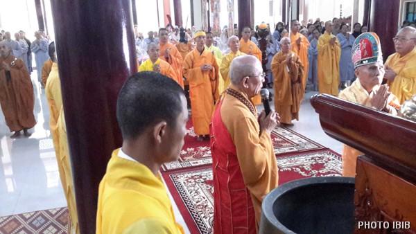 Hoà thượng Tân Viện trưởng VHĐ Thích Thanh Quang nói đôi lời Tưởng niệm, Hoà thượng Thích Nhật Ban làm Chủ sám