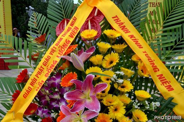 Vòng hoa của Hội đồng Lưỡng Viện GHPGVNTN
