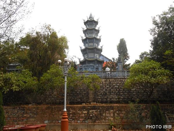 Bảo Tháp Đức Cố Đệ Tứ Tăng Thống Thích Huyền Quang trong khuôn viên Tu viện Nguyên Thiều