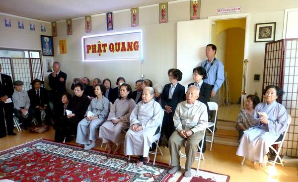 Niệm Phật Đường Phật Quang, Phật tử chờ giờ hành lễ