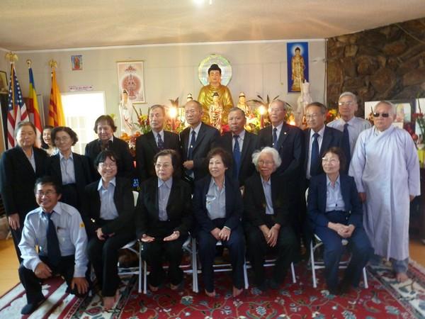 Các Huynh trưởng Gia Đình Phật tử chụp hình lưu niệm
