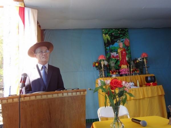 Huynh trưởng Tâm Thành Cao Kiến Cơ đọc Diễn văn khai mạc