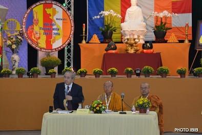 Cư sĩ Võ Văn Ái và HT Thích Huyền Việt báo cáo Phật sự, hải ngoại, quốc nội, và công cuộc vận động quốc tế của Giáo hội trong năm qua