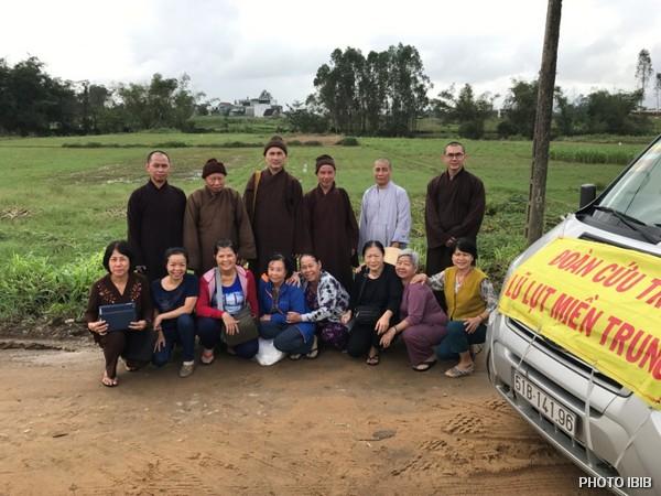 Đoàn cứu trợ lũ lụt Miền Trung
