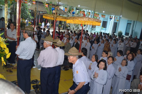 Phật tử và GĐPT cung đón chư tôn giáo phẩm Hội đồng Lưỡng viện