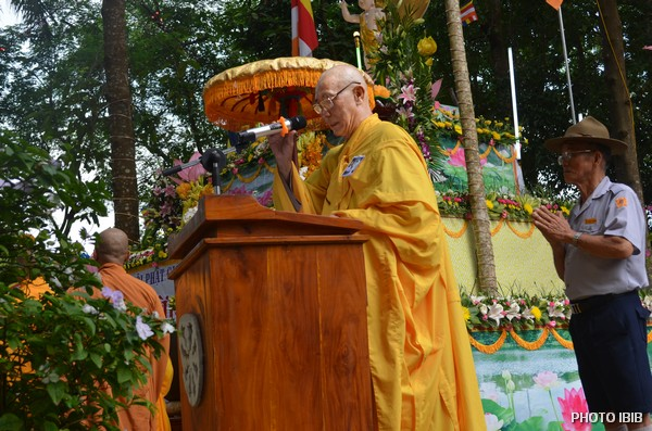 Hoà thượng Thích Chánh Niệm tuyên đọc Thông điệp Phật Đản của Đức Tăng Thống