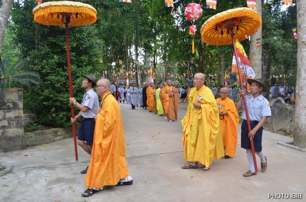 Chư Tăng, Phật tử tiến về Bảo đình dâng hương tưởng niệm Cố Hoà thượng Viện trưởng Viện Hoá Đạo Thích Như Đạt