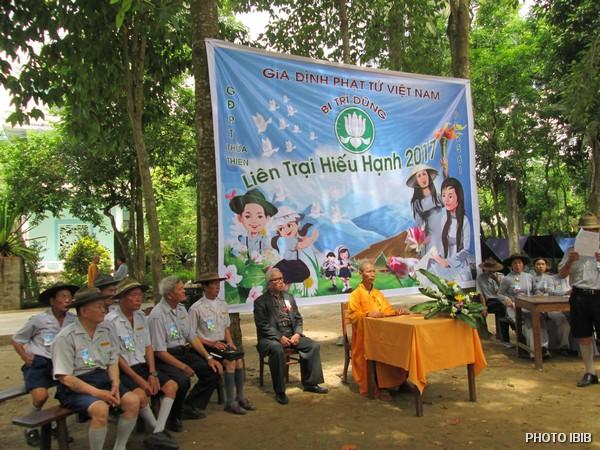 Lễ khai mạc dưới sự Chứng minh của HT Thích Thanh Quang, Chánh Văn phòng VHĐ, Htr Lê Công Cầu, Gia đình Phật tử Vụ, và các Htr. trong Ban Quản trị Trại