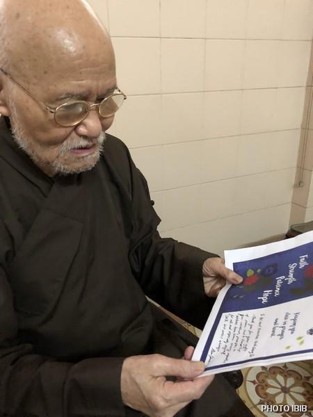 Tại Thanh Minh Thiền viện ở Saigon, Đức Tăng Thống đọc các Thiệp Chúc Tết của Học sinh ở Hoa Kỳ