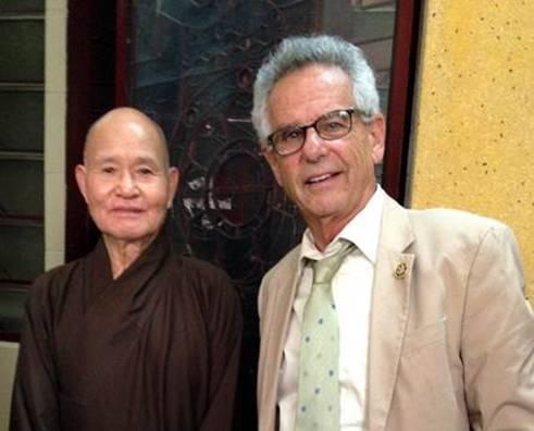 Dân biểu Alan Lowenthal đến Thanh Minh Thiền viện thăm Đức Tăng Thống Thích Quảng Độ