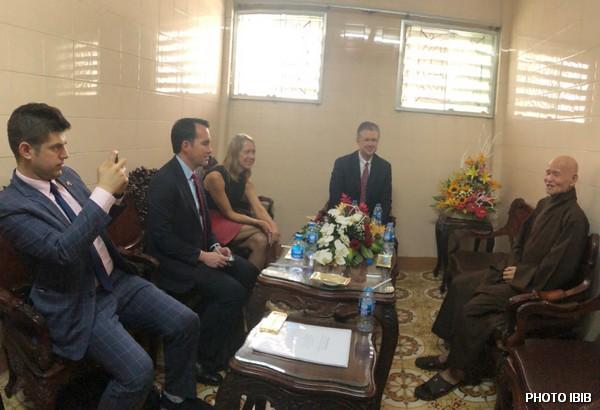 Đức Tăng Thống Thích Quảng Độ tiếp ông Tân Đại sứ Hoa Kỳ và Phái đoàn