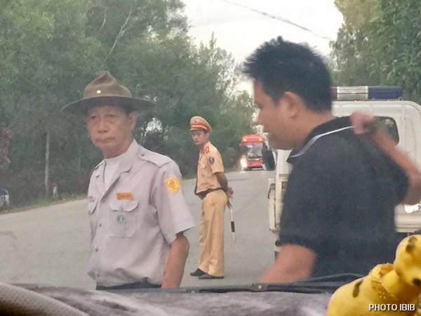 Le chef de section du MBJ Văn Tiến Nhị proteste contre le blocage par la Police, 31 juillet 2018