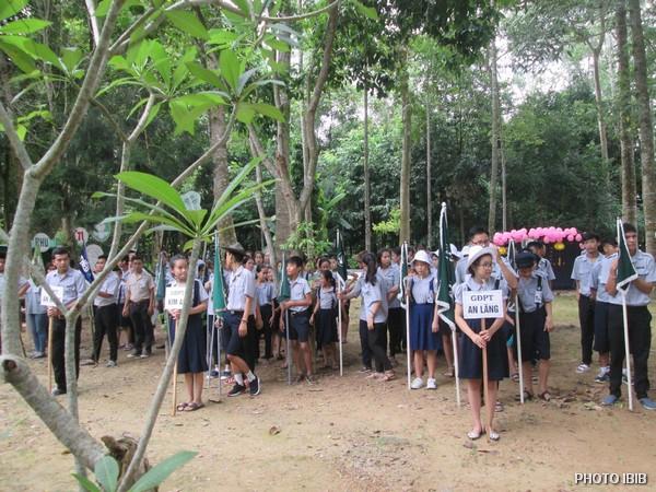 Les sections du MBJ de toute la province arrivent à la Pagode Long Quang à Huế