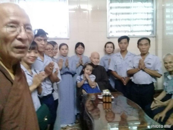 Le Patriarche de l'EBUV Thích Quảng Độ reçoit la visite de la délégation du MBJ, 4 août 2018
