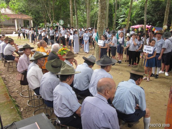Các đoàn đội tập họp chuẩn bị Lễ Khai mạc Trại – Hình IBIB