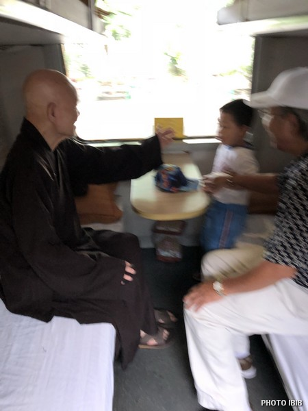 UBCV Patriarch Thích Quảng Độ on the train to Thái Bình province, northern Vietnam at 9:00 am on 5.10.2018