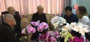Bà Pamela Pontius, Tham tán Chính trị Toà Tổng Lãnh sự Hoa Kỳ, hình phía mặt, vấn an Đức Tăng Thống tại Chùa Từ Hiếu