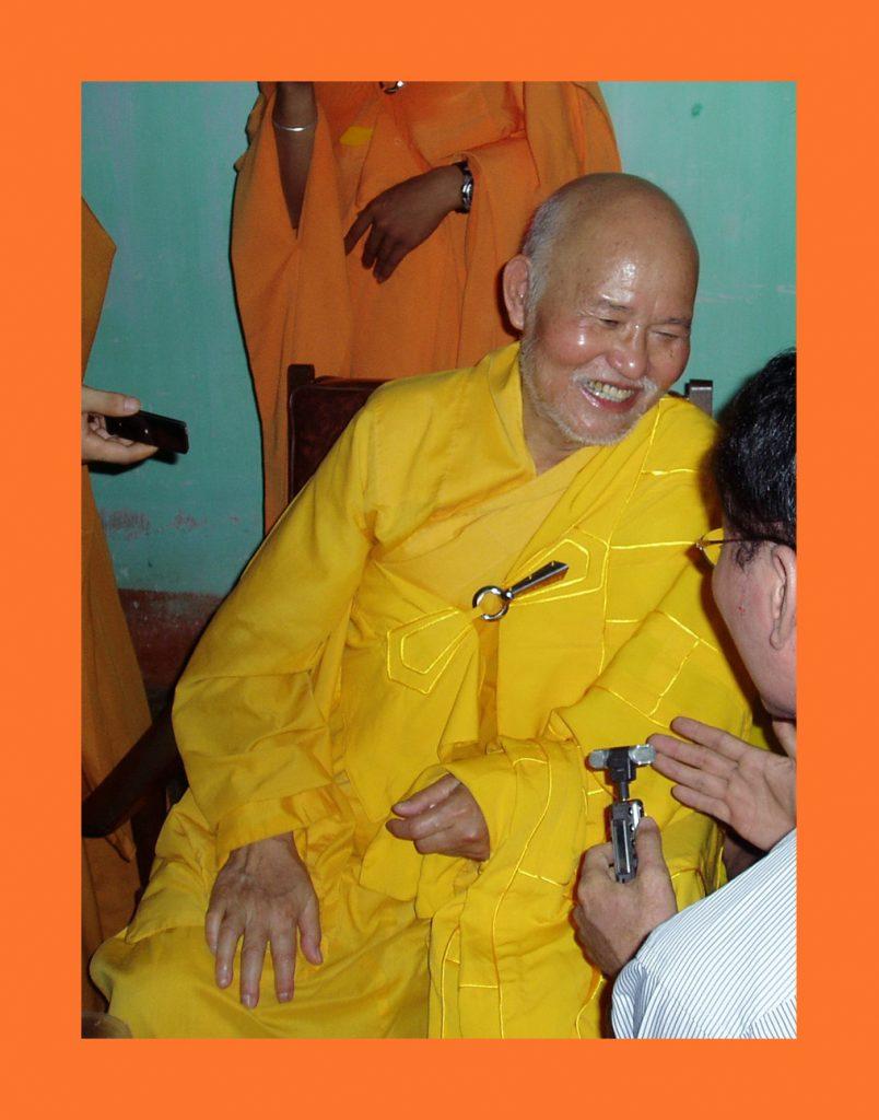 Đại lão Hoà thượng Thích Quảng Độ, Đệ Ngũ Tăng Thống Giáo hội Phật giáo Việt Nam Thống nhất, sinh ngày 16 tháng 9 Mậu Thìn, tức 27 tháng 11 dương lịch 1928, viên tịch lúc 21 giờ 30 tối ngày 29 tháng Giêng năm Canh Tý, tức dương lịch 22 tháng 2 năm 2020 tại chùa Từ Hiếu ở Saigon. Thọ thế 93 tuổi, Hạ lạp 73 (Photo IBIB)
